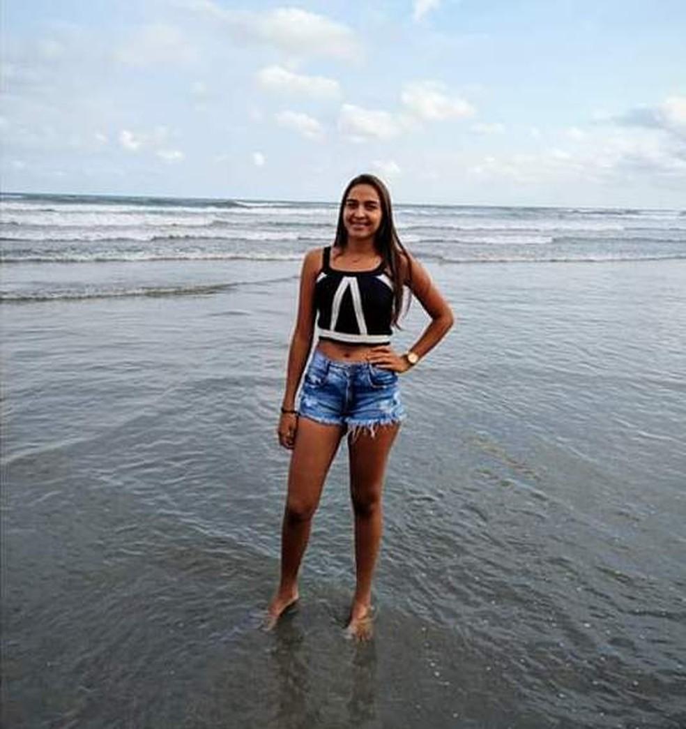 Jovem é natural da Bahia e se mudou recentemente para o litoral para morar com o esposo — Foto: Arquivo Pessoal
