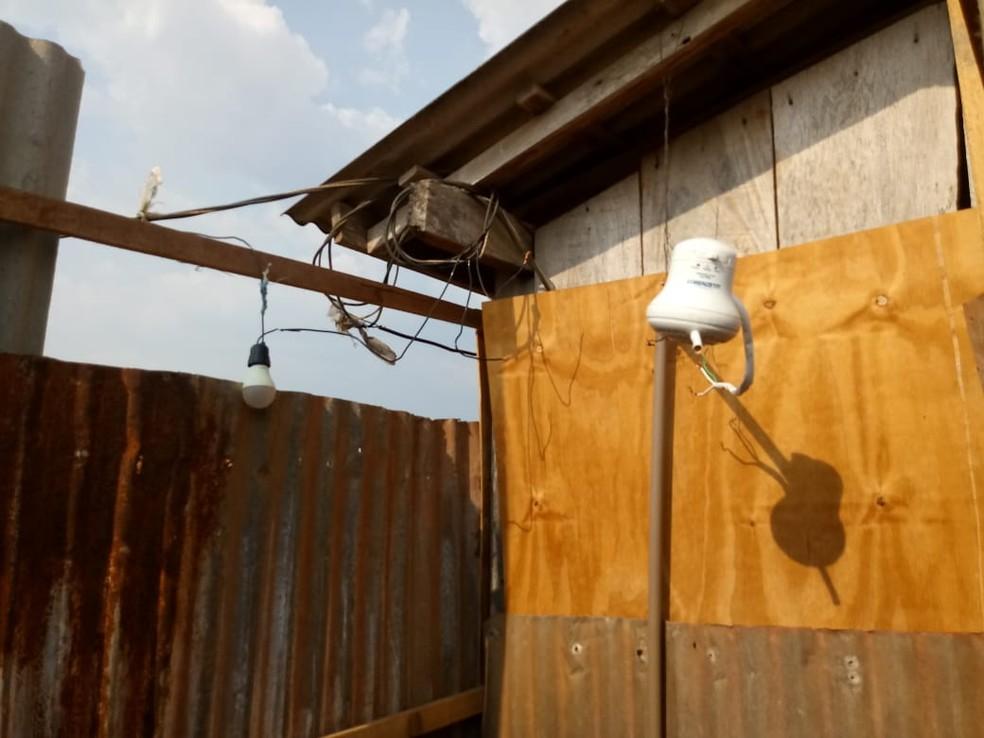 Trabalhadores foram contratados para construir aviário — Foto: SRTB/ Divulgação
