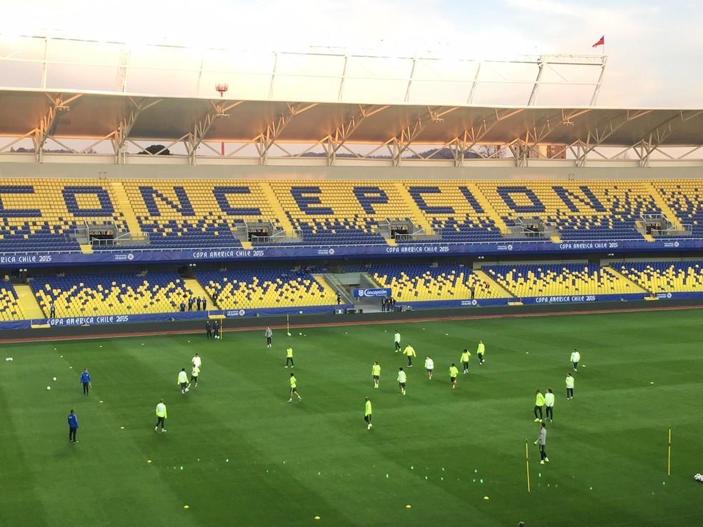 Seleção Brasileira treinou no estádio em Concepción (Foto: Richard Souza)