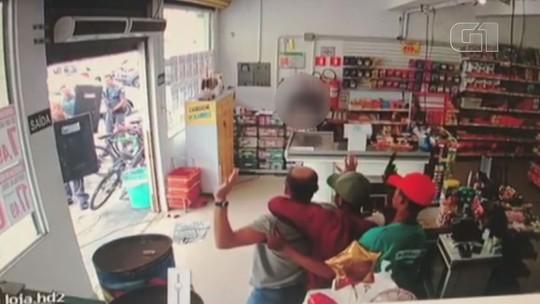 Vídeo mostra rendição de menores que usaram homem como 'escudo-humano'; assista