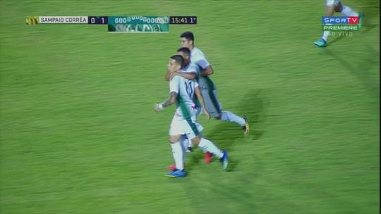 Umberto parabeniza time, mas reclama de chances de gol desperdiçadas pelo Guarani