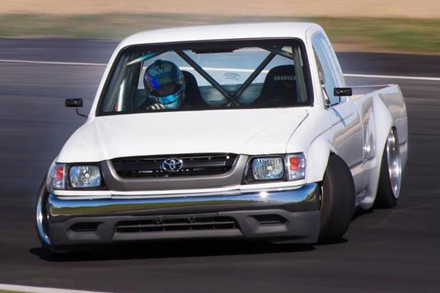 Toyota Hilux preparada tem algumas peças de carroceria originais (Foto: Divulgação)