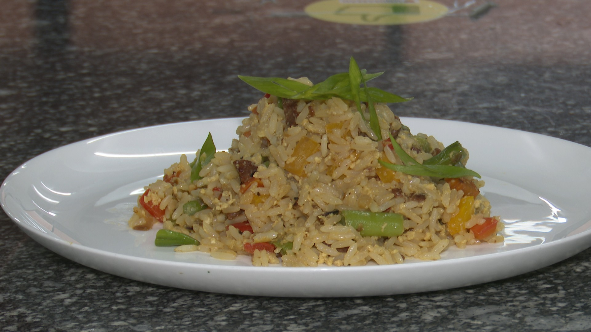 Veja dicas de como reaproveitar sobras de arroz com gastrônomo da Paraíba