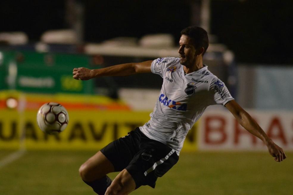 Cleiton retornou ao time na derrota para o Londrina; fase não é boa (Foto: Gustavo Oliveira/Londrina Esporte Clube)