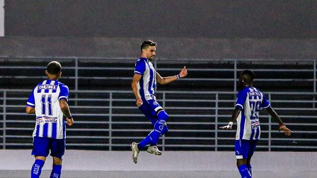 Pimpão e Allano comemora gol do CSA