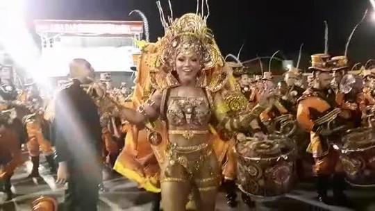 Simone Sampaio, rainha da Dragões da Real, samba no Desfile das Campeãs de SP