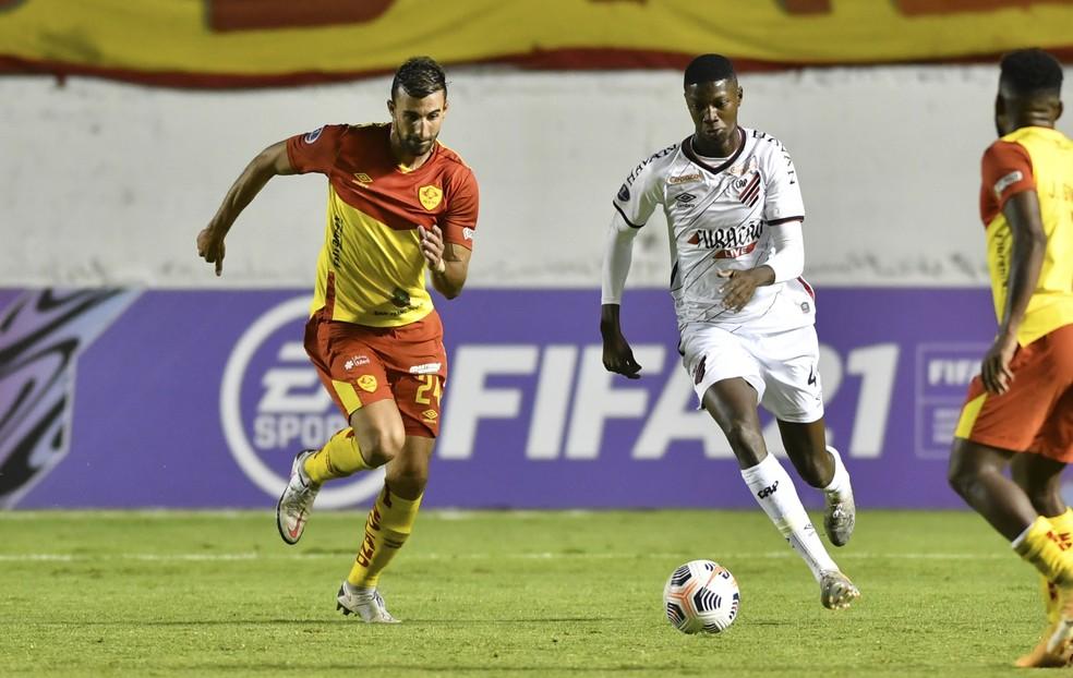 Matheus Babi tem oito jogos pelo Athletico — Foto: José Tramontin/Athletico