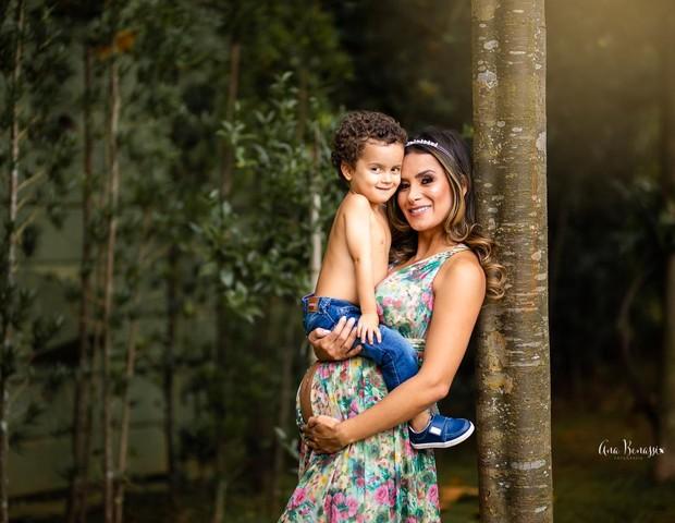 Lucilene Caetano e Theo (Foto: Ana Benassi)
