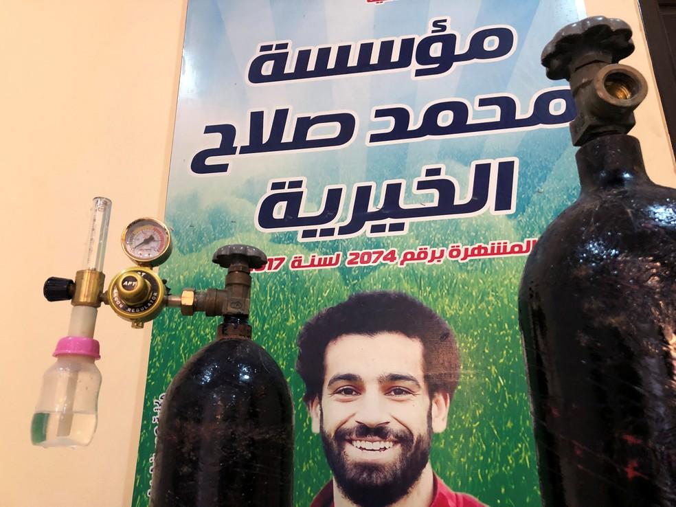 Salah doou equipamentos de oxigênio para hospitais de Nagrig, sua cidade natal — Foto: REUTERS/Ahmed Fahmy