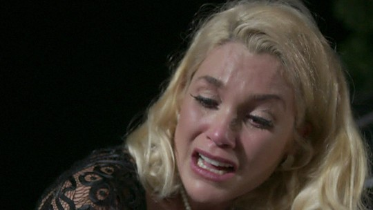 Reveja o fim de Ernesto e prisão de Sandra no penúltimo capítulo de 'Êta Mundo Bom!'