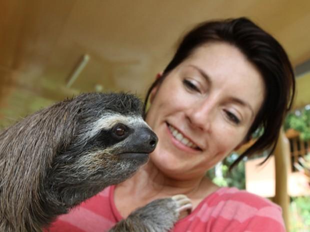 A zoóloga Lucy Cook acompanhou as preguiças para fazer um documentário e escrever um livro (Fot Lucy Cook/Editora Nossa Cultura/Divulgação)