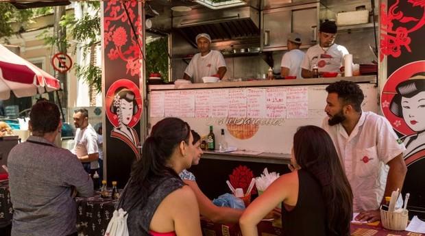 Restaurante japonês na Feira Cultural da Glória: criatividade e clima de festa (Foto: Agência O Globo)