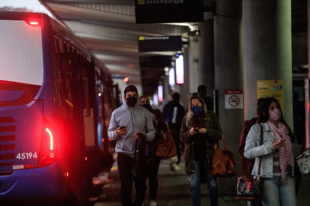 Transporte coletivo em Florianópolis segue funcionando, apesar de novas restrições na cidade — Foto: Diorgenes Pandini/NSC