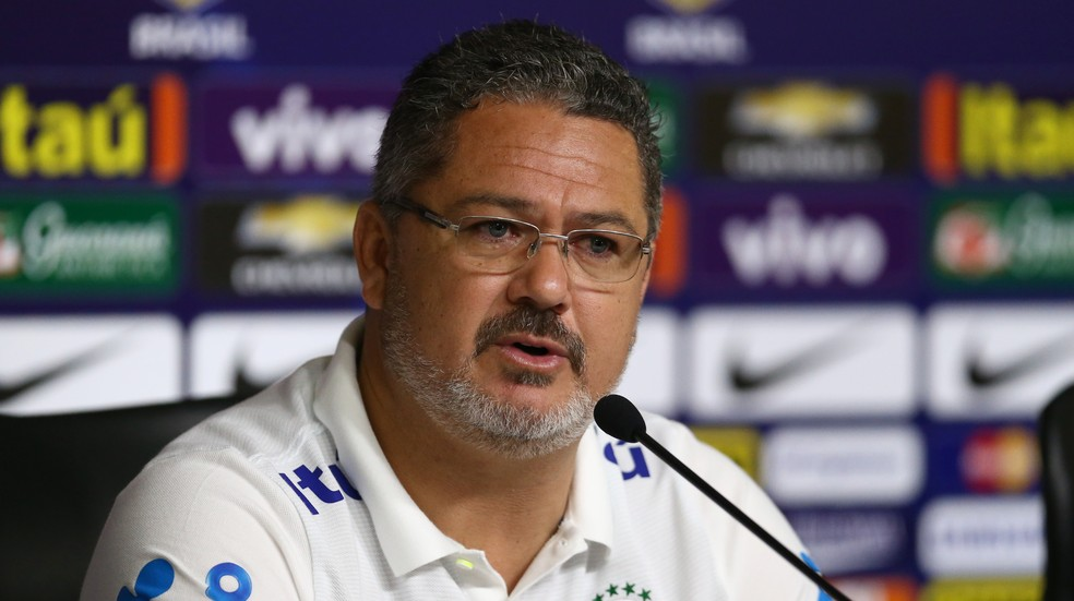 Você aprova Rogério Micale como novo técnico do Paraná?