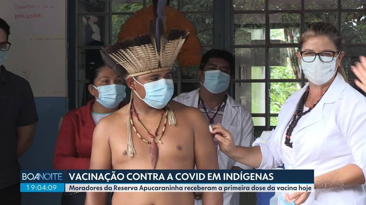 Indígenas que vivem em reserva no norte do estado recebem doses da CoronaVac