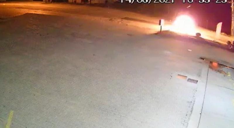 Vídeo flagra explosão após batida entre duas motos em SC