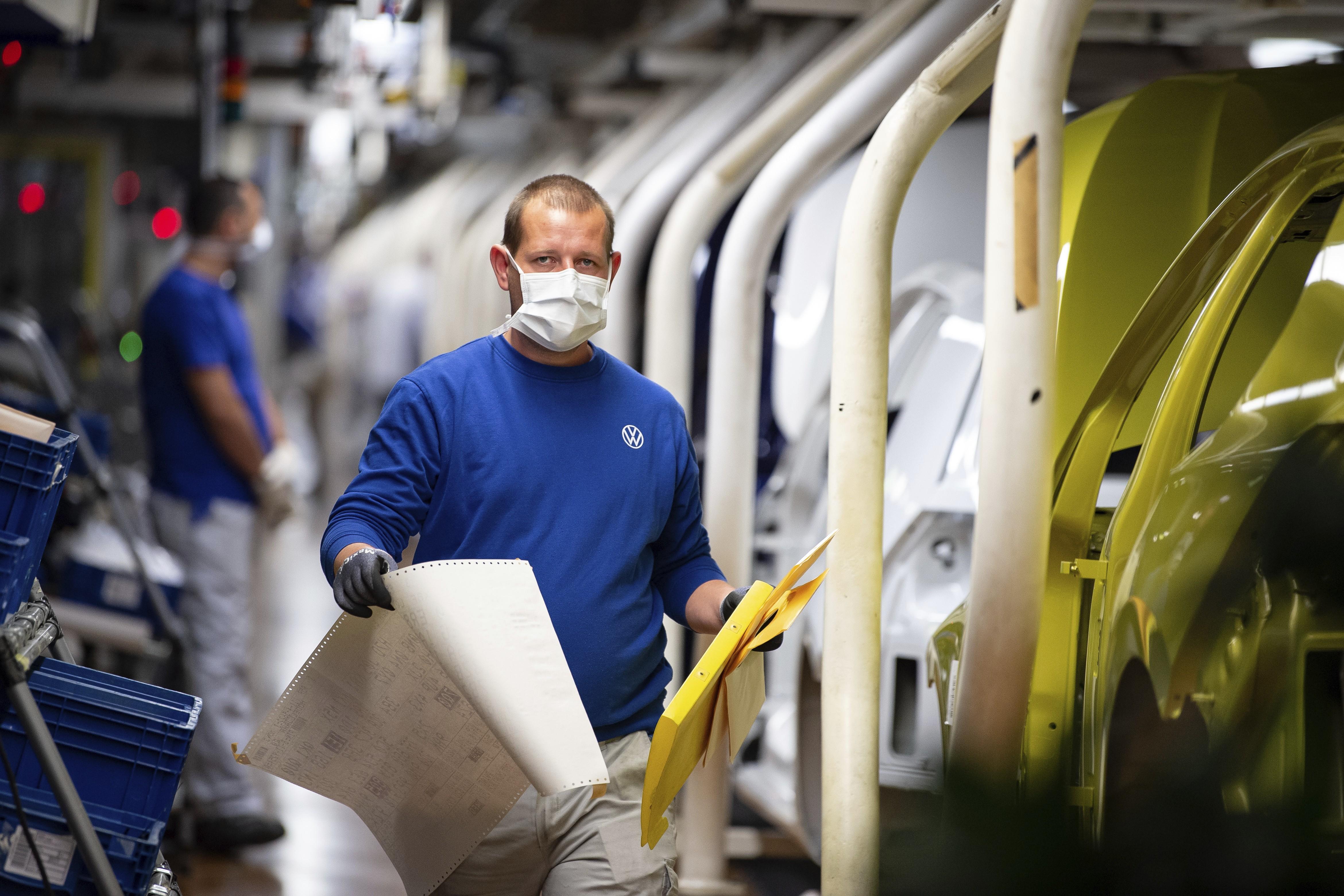 Volkswagen retoma produção em maior fábrica da Europa, e Fiat reinicia atividades na Itália