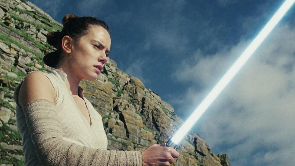 A atriz Daisy Ridley como Rey em cena de Star Wars: Episódio VIII - Os Últimos Jedi (Foto: Divulgação)
