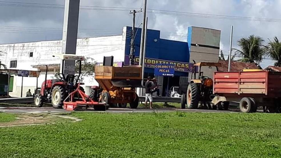 Protesto em Jaguaré, no Espírito Santo, na manhã desta segunda-feira (12) — Foto: VC no ESTV