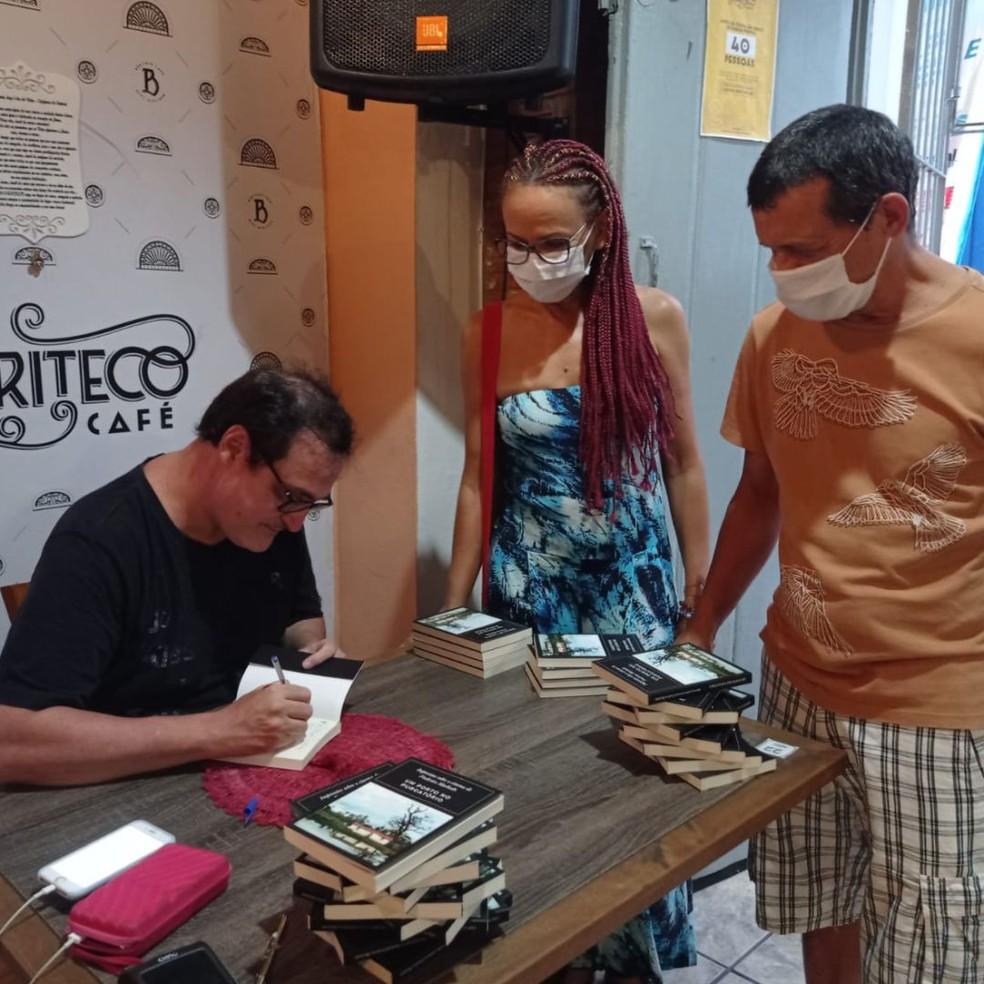 Frederico Machado lança livro no Buriteco, em programação da Escola de Cinema do IEMA — Foto: Divulgação