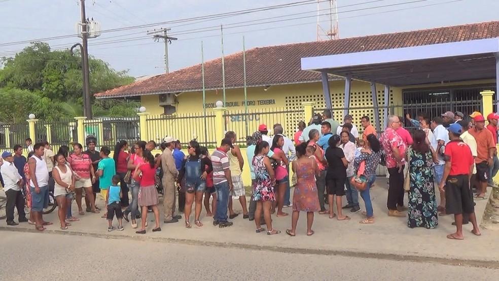Fila para votar em Tabatinga é grande em algumas seções  (Foto: Rônei Elias/Rede Amazônica)