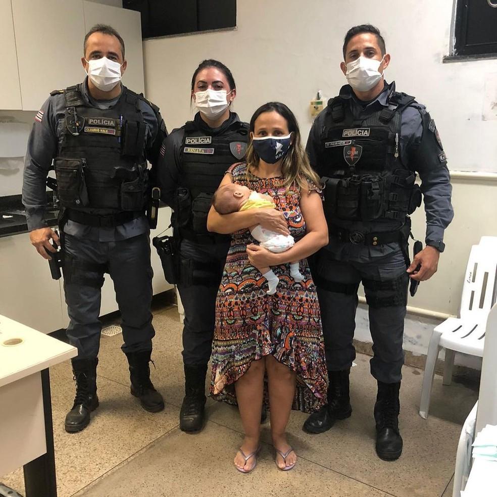 Recém-nascido de 45 dias é salvo por policiais após se engasgar em São Luís — Foto: Divulgação/Polícia Militar