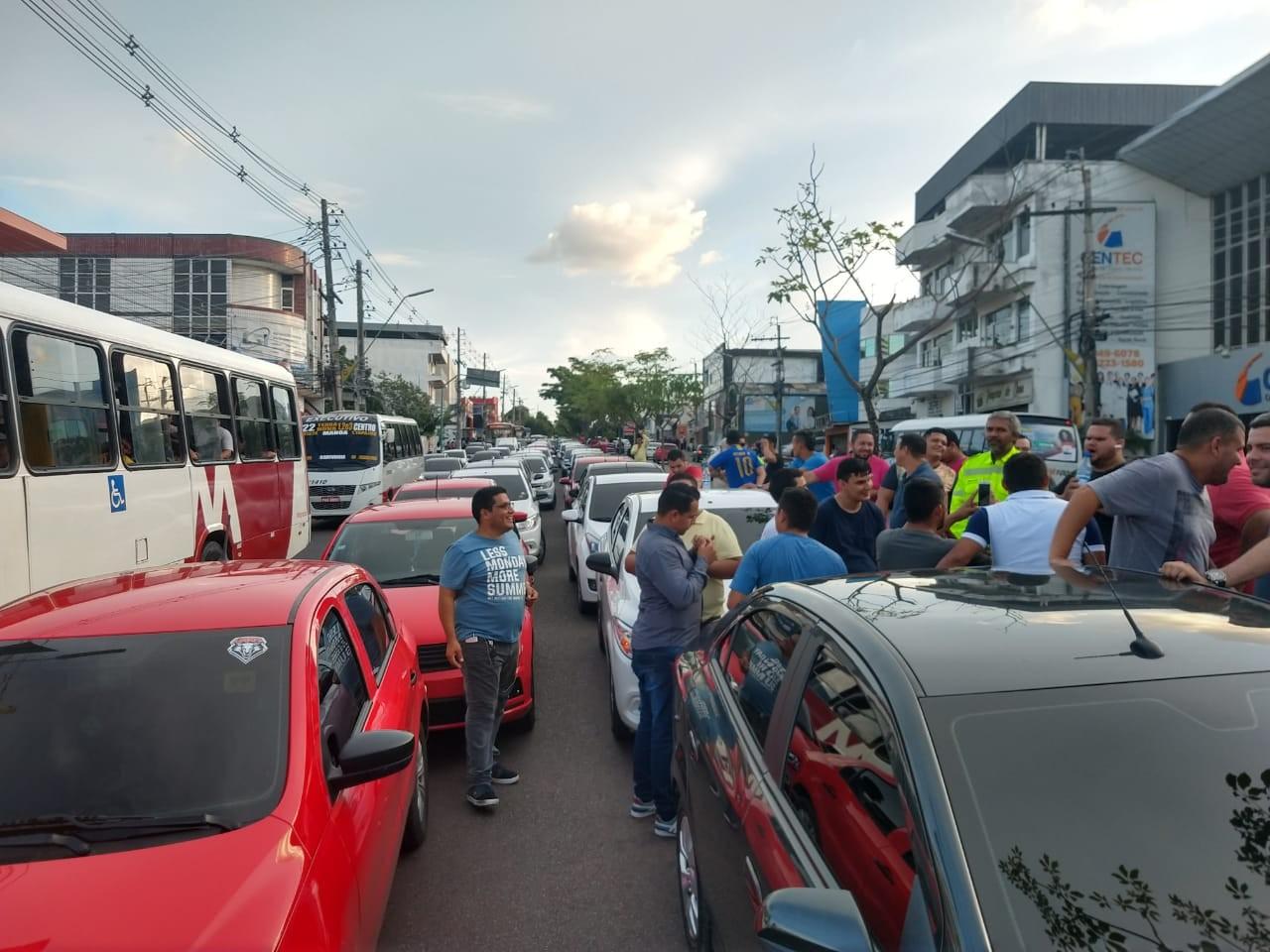Motoristas de app protestam em Manaus contra alta do preço do combustível