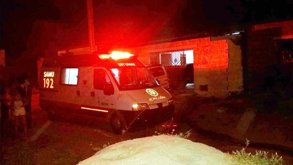 Ambulância do Samu foi chamada e socorreu a criança baleada (Foto: Francisco Coelho/Focoelho)
