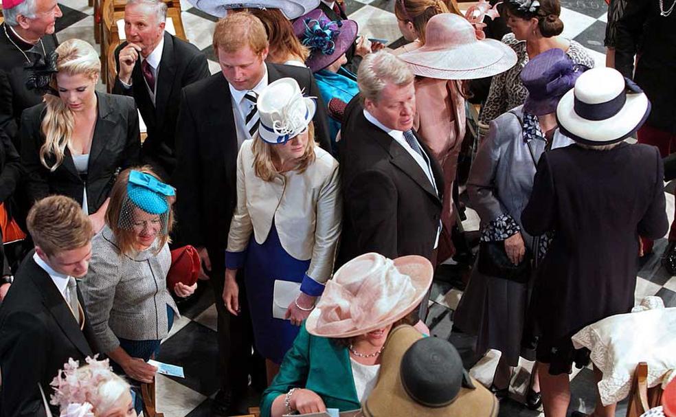 Convidados na Abadia de Westminster para o casamento de Kate e William; casamento de Harry e Meghan terá menos de um terço dos convidados (Foto:   Anthony Devlin/Reuters)
