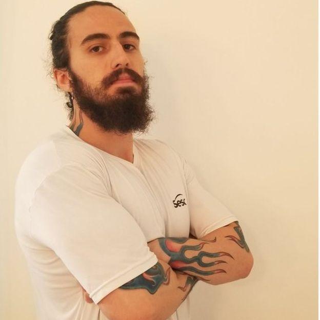 Pesquisador da USP diz que já perdeu emprego por ter tatuagem (Foto: Arquivo pessoal via BBC News Brasil)