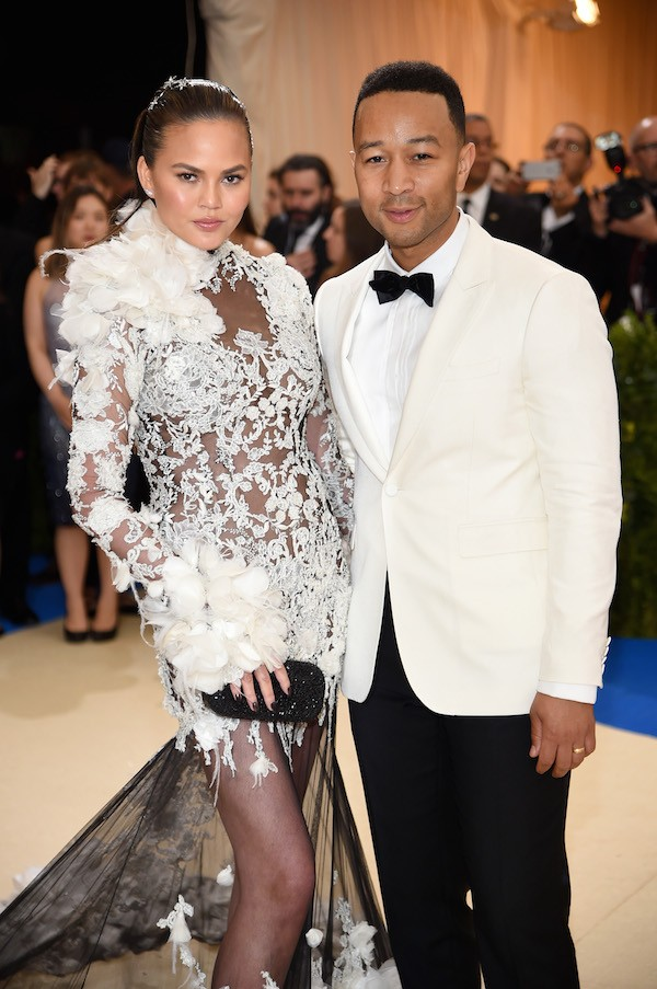 Chrissy Teigen e John Legend durante o Met Gala 2017 (Foto: Getty Images)