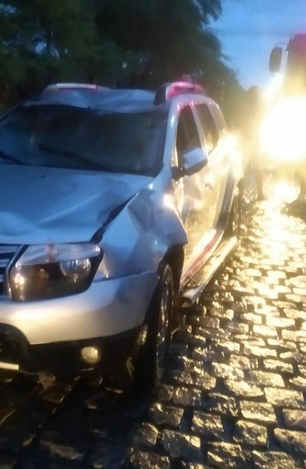Carro foi resgatado pelo Corpo de Bombeiros após cair em rio em Caicó — Foto: Divulgação