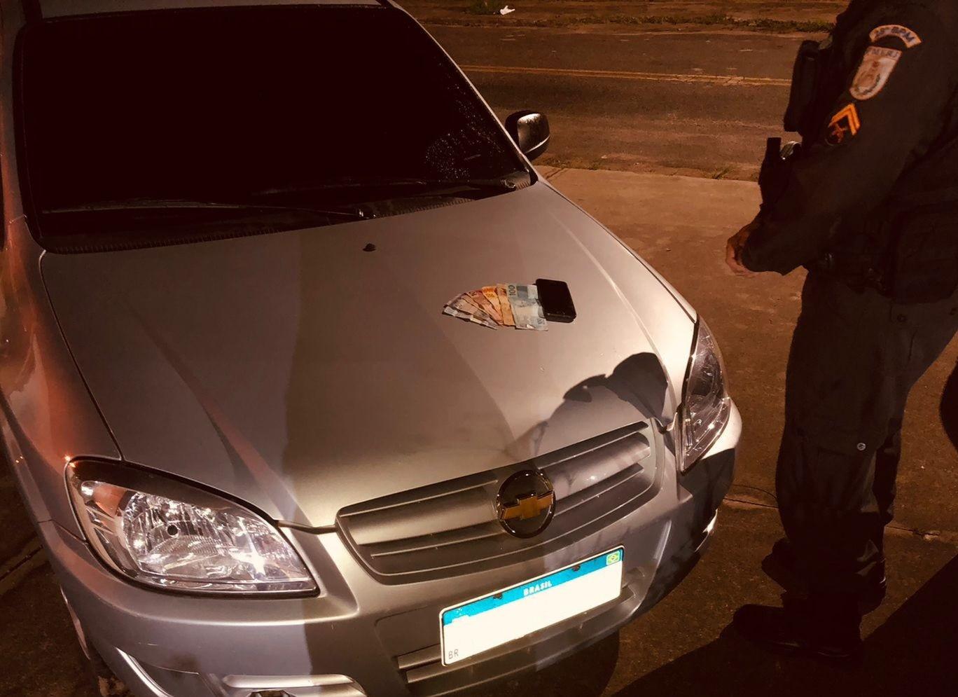 Jovem é preso ao ser flagrado com carro clonado em Pinheiral