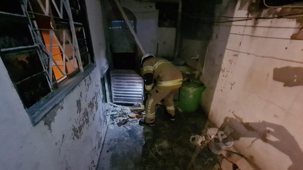Botijão de gás explode em Ceilândia, no DF, e deixa quatro feridos — Foto: CBMDF/Divulgação