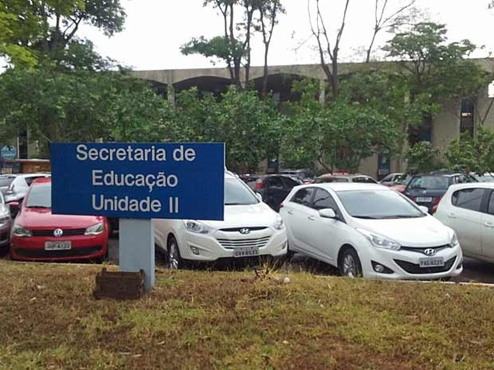 Entrada de prédio da Secretaria de Educação do Distrito Federal — Foto: Mateus Rodrigues/G1