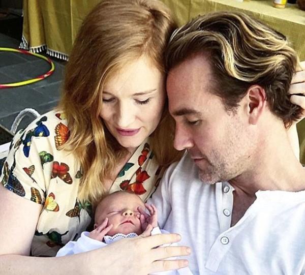 James Van Der Beek, Kimberly e a filha de 3 meses (Foto: Instagram)