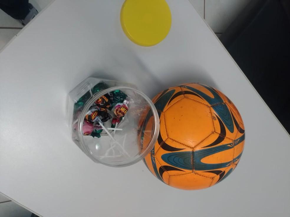 Homem ofereceu doces e bola para menino em Urânia (SP) — Foto: Polícia Civil/Divulgação