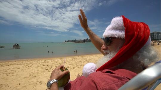Papai Noel tira folga com direito a praia e massoterapia