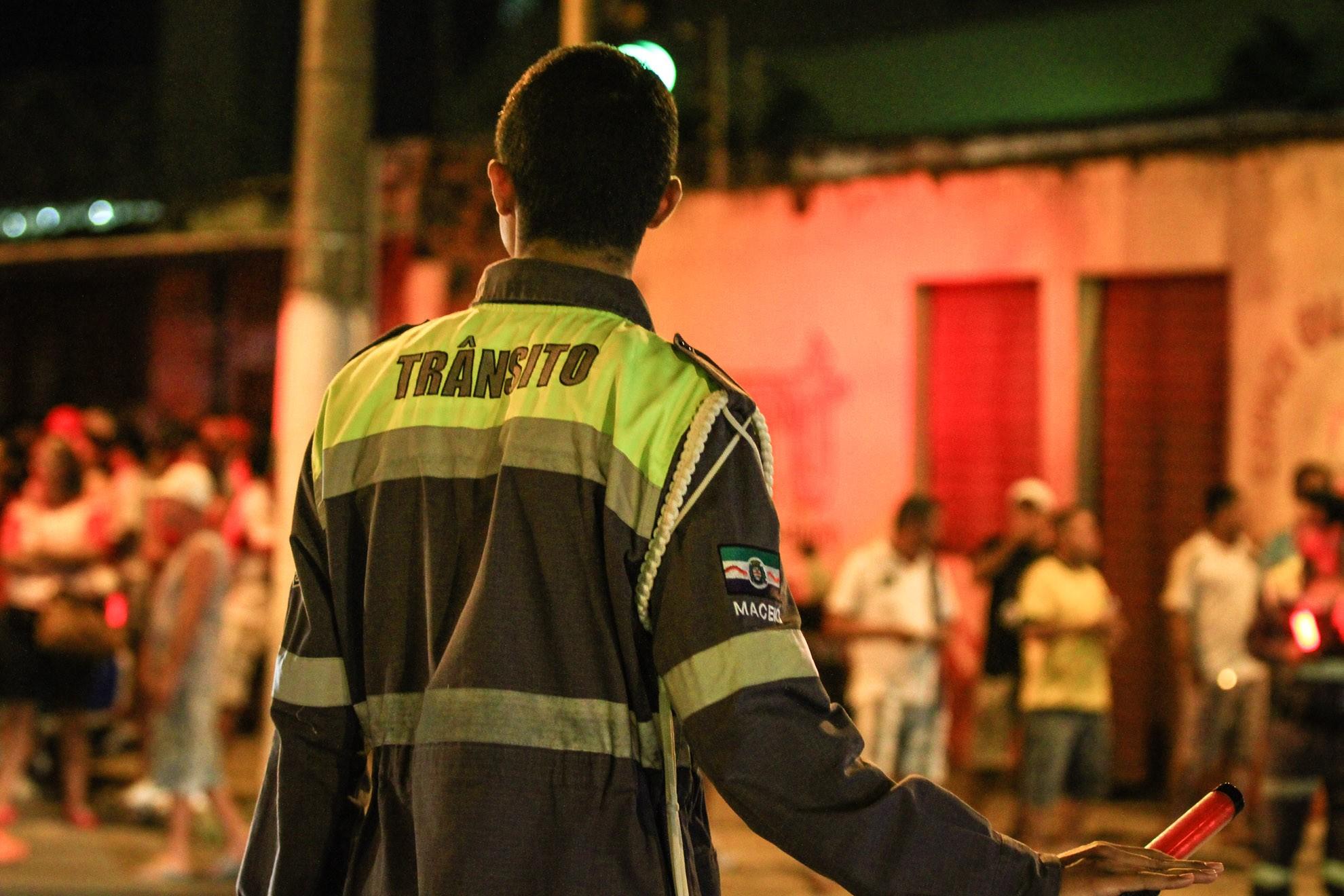 Partida entre CRB e Coritiba interdita parte do trânsito no Trapiche, em Maceió