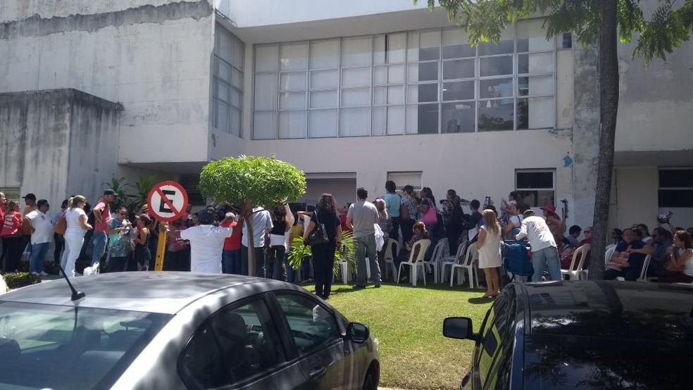 Policiais militares usaram spray de pimenta para invadir ocupação da Governadoria do RN, em Natal (Foto: Divulgação/SindsaúdeRN)