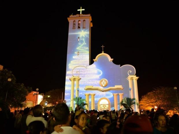 Projeção na igreja matriz pode ser vista por 30 minutos (Foto: Divulgação/Edmundo Junior)