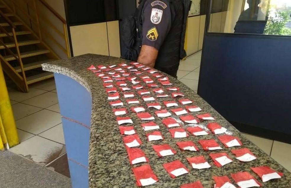 Ainda de acordo com a PM, nenhum suspeito foi encontrado e o material apreendido foi levado para a a 143ª Delegacia Legal — Foto: Divulgação/Polícia Militar