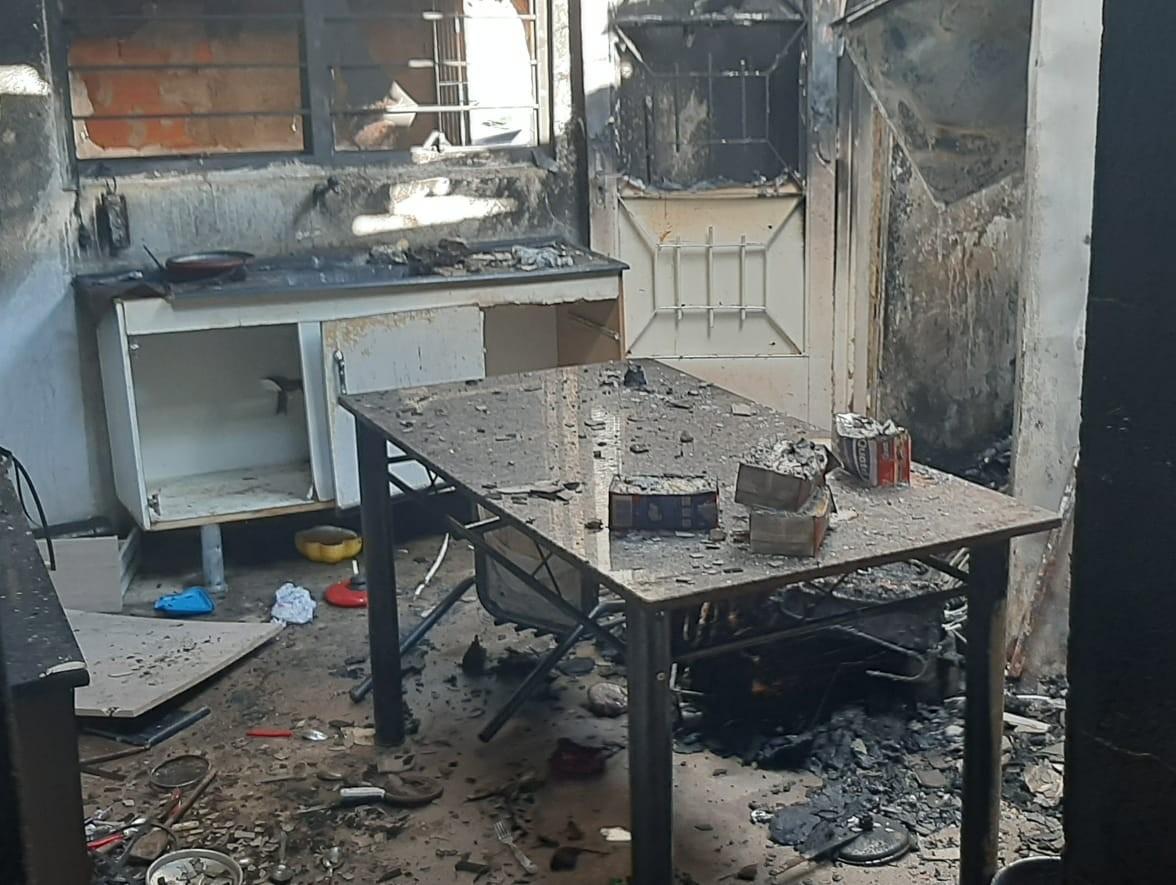Crianças são resgatadas após incêndio atingir casa em Iperó