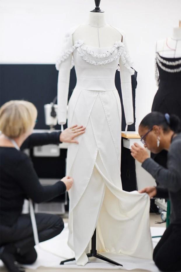 O vestido de Margot Robbie para o Oscar (Foto: Divulgação)