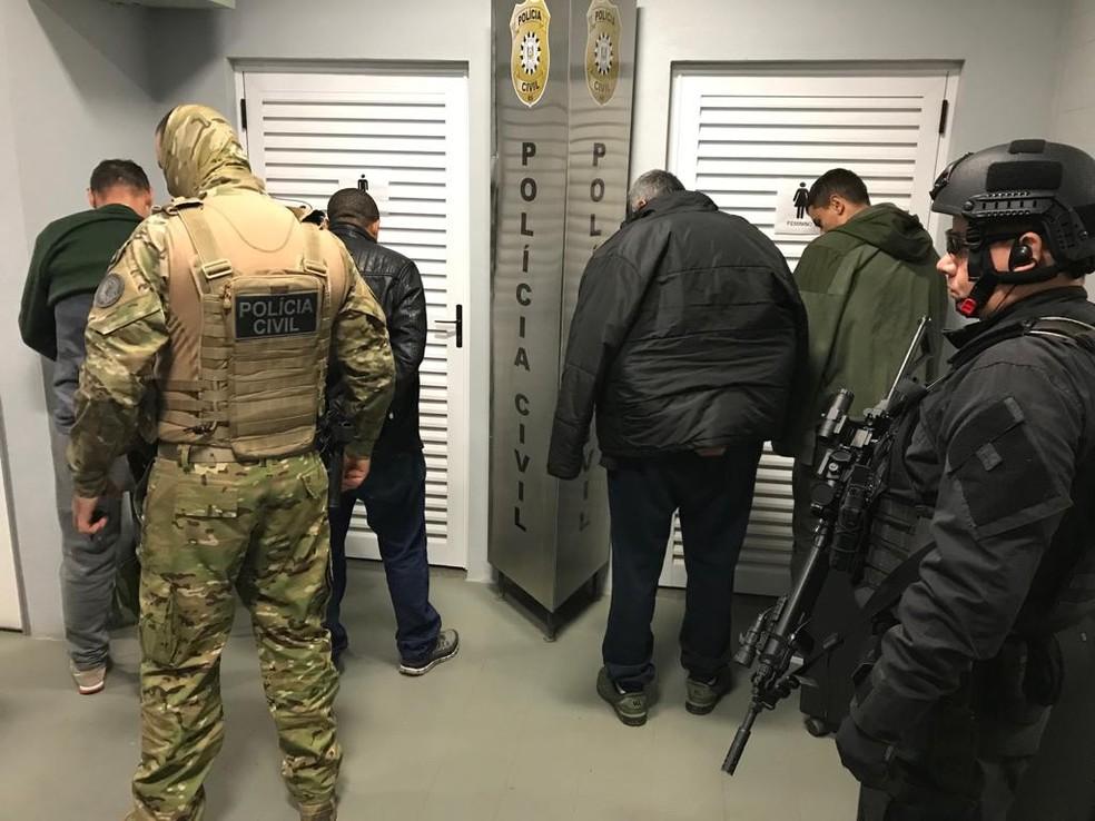 Operação prende suspeitos de sequestrar funcionários de bancos e de tentar matar policiais — Foto: Jorge Felipe/Polícia Civil