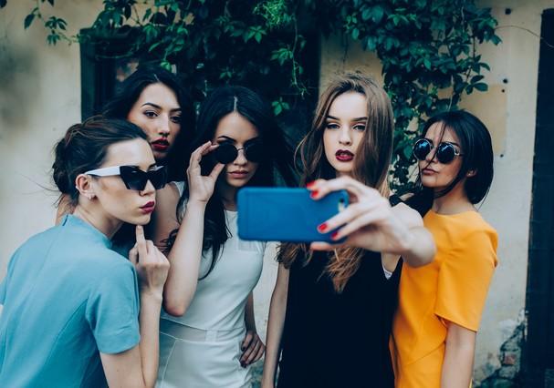 Já tirou uma selfie e ficou na dúvida de compartilhar?  (Foto: Thinkstock)