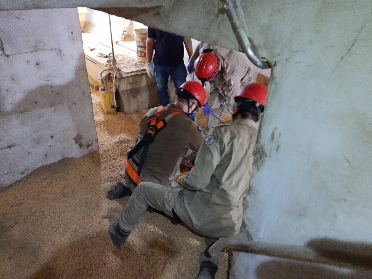 Trabalhador morre soterrado enquanto limpava silo de soja em Mato Grosso