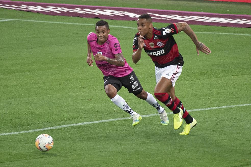 Flamengo deve ter dupla de zaga da base contra o Internacional pelo Brasileirão