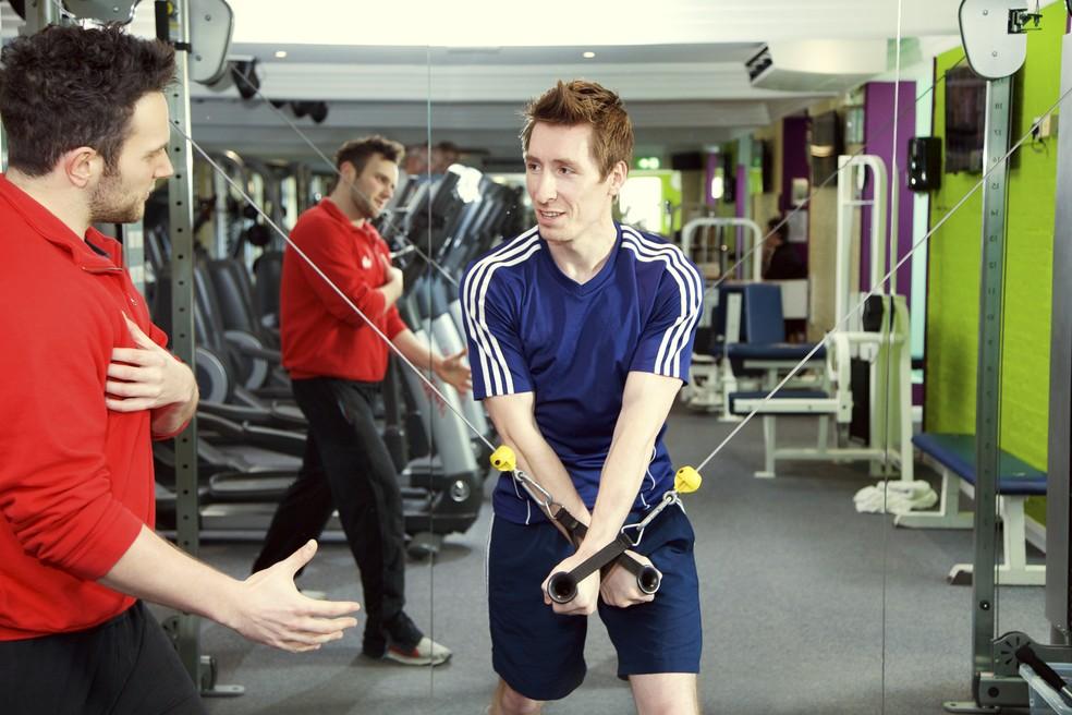 Orientação de educador físico e força de vontade para treinar: segredo do sucesso (Foto: Getty Images)