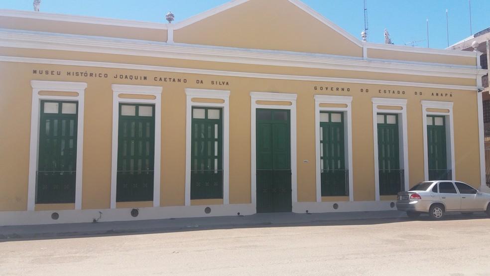 -  Local em Macapá está fechado para reforma que já foi concluída, segundo a Seinf  Foto: Jéssica Alves/G1